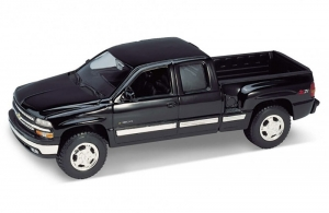 Model auta w skali 1:24 Dromader Welly  1999 Chevrolet Silverado